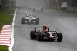Sébastien Bourdais, Scuderia Toro Rosso, STR03 leads Kazuki Nakajima, Williams F1 Team, FW30
