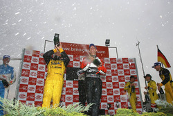 GT1 podium: Mike Hezemans and Xavier Maassen celebrate with champagne