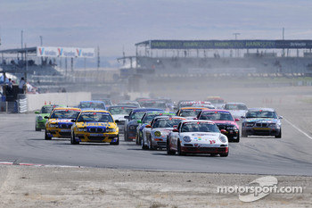 GS start: #25 CMAX/ Unitech Racing Porsche 997: Kris Wilson, David Russell, David Riddle leads the field approaching turn 1
