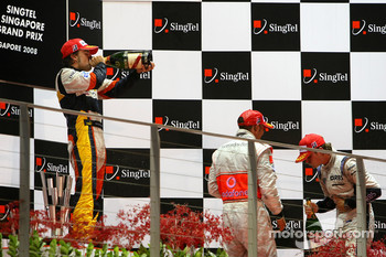 Podium: champagne for Fernando Alonso, Lewis Hamilton and Nico Rosberg