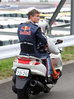 David Coulthard, Red Bull Racing after the heavy crash in the barriers