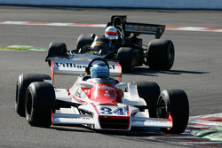 #34 John Grant, Shadow DN9A; #2 Patrick Van Heurck, Lotus 72