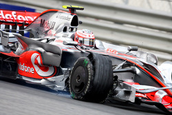 Heikki Kovalainen, McLaren Mercedes with the front tyre damaged