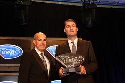 Tim Cindric receiving Penske Racing P2 team championship award