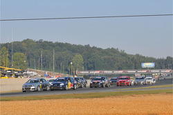 The rest of the Volkswagen TDI field goes through the first corner