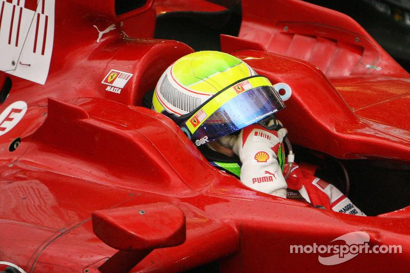 2008: Felipe Massa gana, pero llora al perder el título con Lewis Hamilton