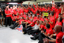 2008 World Champion Lewis Hamilton celebrates with Ron Dennis, Heikki Kovalainen and Mercedes team members