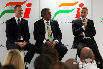 Simon Roberts Force India F1 Chief Operating Officer, Dr Vijay Mallya Force India F1 Team Owner and Martin Whitmarsh McLaren Chief Executive Officer