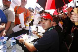 Autograph session: Luis Perez Companc