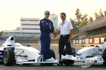 Photoshoot: World Final winner Alexander Rossi with Dr. Mario Theissen