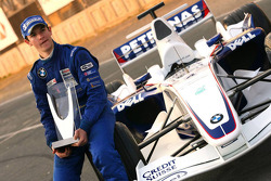 Photoshoot: World Final winner Alexander Rossi
