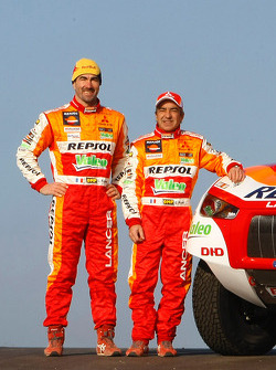 Repsol Mitsubishi Ralliart Team: driver Luc Alphand and co-driver Gilles Picard with the #303 Mitsubishi Lancer