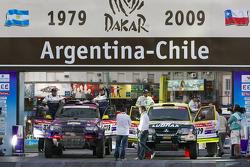 #318 BMW X3 CC: Peter Van Merksteijn and Eddy Chevaillier, #319 Mitsubishi Pajero: Jean De Azevedo and Youssef Haddad
