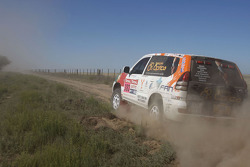 #382 Toyota Land Cruiser 120: Adelio Machado and Laurent Flament