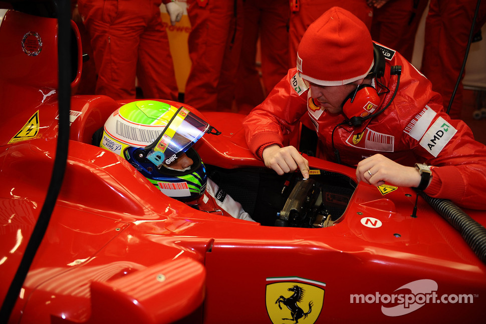 Felipe Massa with track engineer Rob Smedly