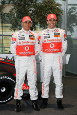 Lewis Hamilton and Pedro de la Rosa