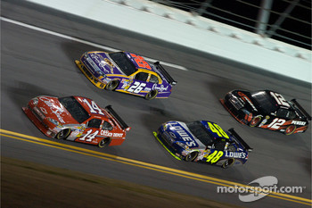 Tony Stewart, Stewart-Haas Racing Chevrolet, Jamie McMurray, Roush Fenway Racing Ford, Jimmie Johnson, Hendrick Motorsports Chevrolet, David Stremme, Penske Racing Dodge