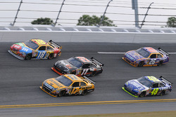 Matt Kenseth, Roush Fenway Racing Ford, leads a group in Turn 2