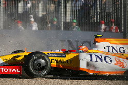 Nelson A. Piquet, Renault F1 Team, R29 in the gravel trap