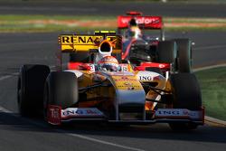 Nelson A. Piquet, Renault F1 Team leads Lewis Hamilton, McLaren Mercedes, MP4-24