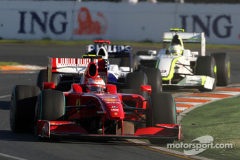 Kimi Raikkonen, Scuderia Ferrari, F60 leads Nico Rosberg, Williams F1 Team, FW31
