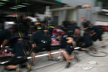 Toro Rosso practice pitstop