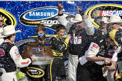 Race winner Jeff Gordon, Hendrick Motorsports Chevrolet, celebrates with his team