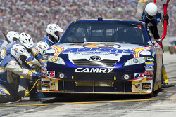 Pit stop for David Reutimann, Michael Waltrip Racing Toyota