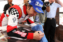 Heinz-Harald Frentzen Team Lavaggi signs autographs for the fans