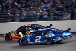 Martin Truex Jr., Earnhardt Ganassi Racing Chevrolet, Kurt Busch, Penske Racing Dodge
