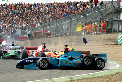 Narain Karthikeyan, driver of A1 Team India and Ho-Pin Tung, driver of A1 Team China crash