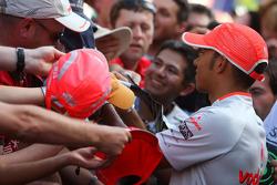 Lewis Hamilton, McLaren Mercedes signing autographys for the fans
