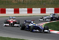 Nelson A. Piquet, Renault F1 Team leads Timo Glock, Toyota F1 Team