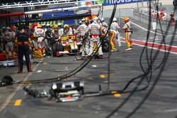 Nelson A. Piquet, Renault F1 Team pit stop