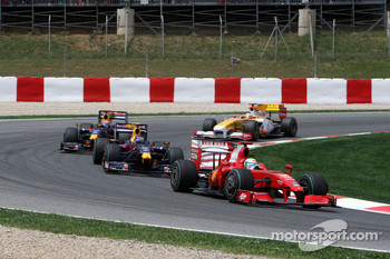 Felipe Massa, Scuderia Ferrari leads Sebastian Vettel, Red Bull Racing