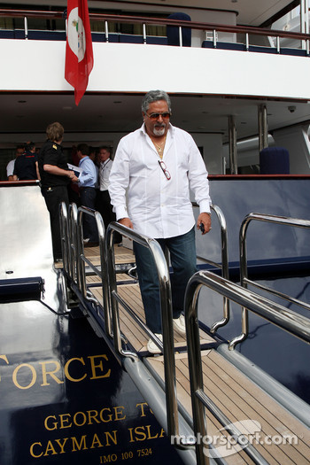 Vijay Mallya Force India F1 Team Owner leave the FOTA meeting on the boat of Flavio Briatore, Renault F1 Team, Team Chief, Managing Director