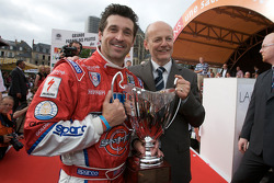 Patrick Dempsey receives the 'Trophée du coeur' from Philippe Pasteau of Classic Automotive