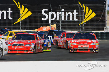 Kasey Kahne, Richard Petty Motorsports Dodge and Tony Stewart, Stewart-Haas Racing Chevrolet ready to take the restart