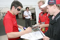 Mike Rockenfeller, Audi Sport Team Rosberg, Audi A4 DTM signs autographs