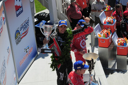 Podium: race winner Justin Wilson, Dale Coyne Racing, second place Ryan Briscoe, Team Penske, third place Scott Dixon, Target Chip Ganassi Racing