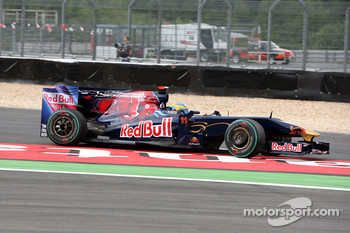 Sébastien Bourdais, Scuderia Toro Rosso runs of the track