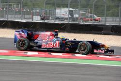 Sébastien Bourdais, Scuderia Toro Rosso runs of the track