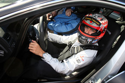 Heikki Kovalainen, McLaren Mercedes gives taxi rides
