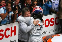 Norbert Haug, Sporting Director Mercedes-Benz, congratulates Gary Paffett, Team HWA AMG Mercedes C-Klasse