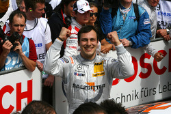 Race winner Gary Paffett, Team HWA AMG Mercedes C-Klasse