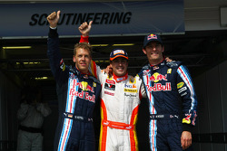 Pole winner Fernando Alonso, Renault F1 Team, with second place Sebastian Vettel, Red Bull Racing, and third place Mark Webber, Red Bull Racing