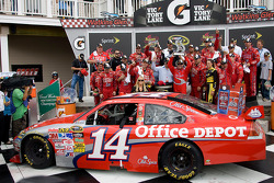 Victory lane: race winner Tony Stewart, Stewart-Haas Racing Chevrolet celebrates with his team
