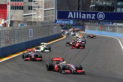 Start: Lewis Hamilton, McLaren Mercedes leads Heikki Kovalainen, McLaren Mercedes