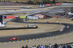 Pace lap: Dario Franchitti, Target Chip Ganassi Racing leads the field