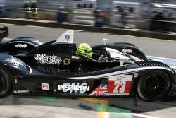 Pit stop for #23 Strakka Racing Ginetta - Zytek: Nick Leventis, Danny Watts